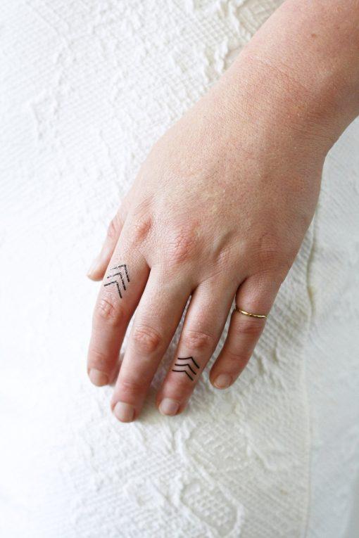 Small arrow finger tattoo (4 pieces)