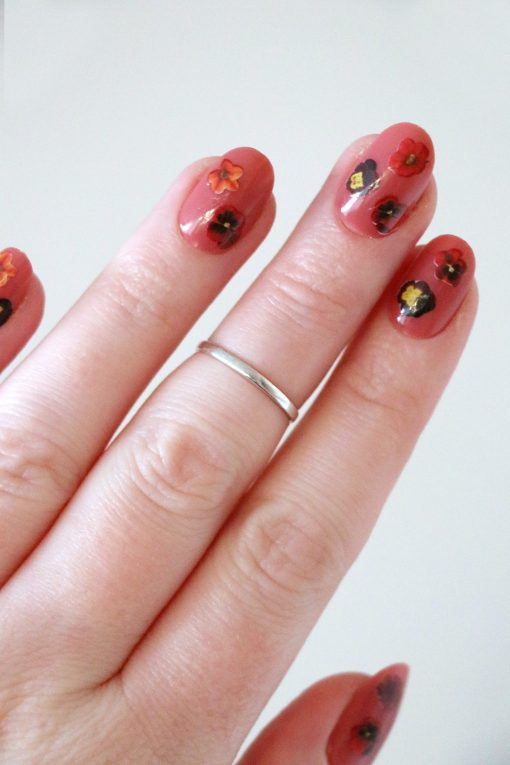 Red flowers nail tattoos / nail decals