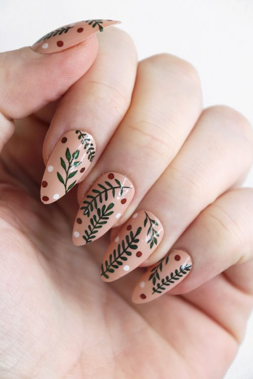 Mistletoe leaves nail tattoos / misteltoe nail decals / nail art / botanical nails / leaf nail decals / Christmas nail decals / N76